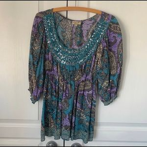 🐠 2 for $20 Paisley beaded shirt